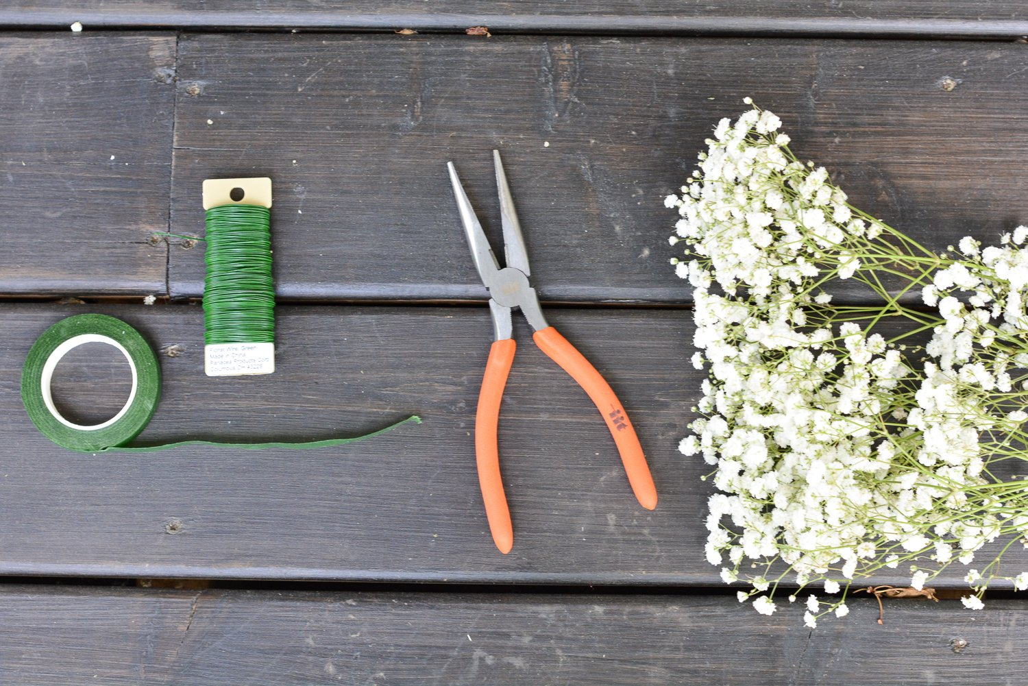 tools needed for baby breath flower crown - green wire, wire cutters and flowers