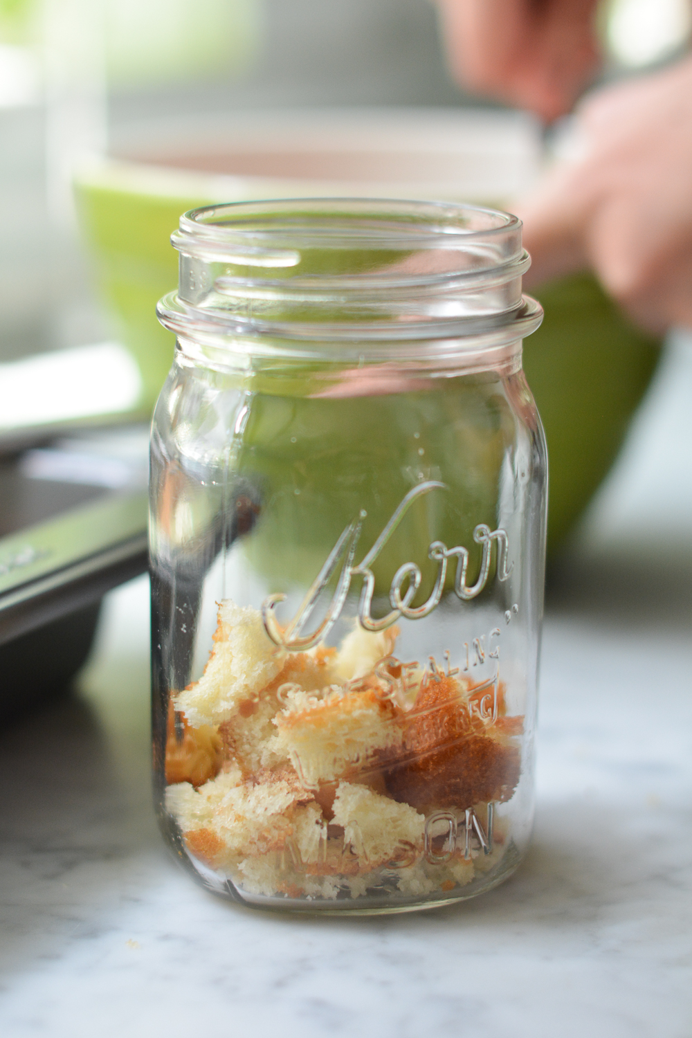 putting the cake together in a mason jar