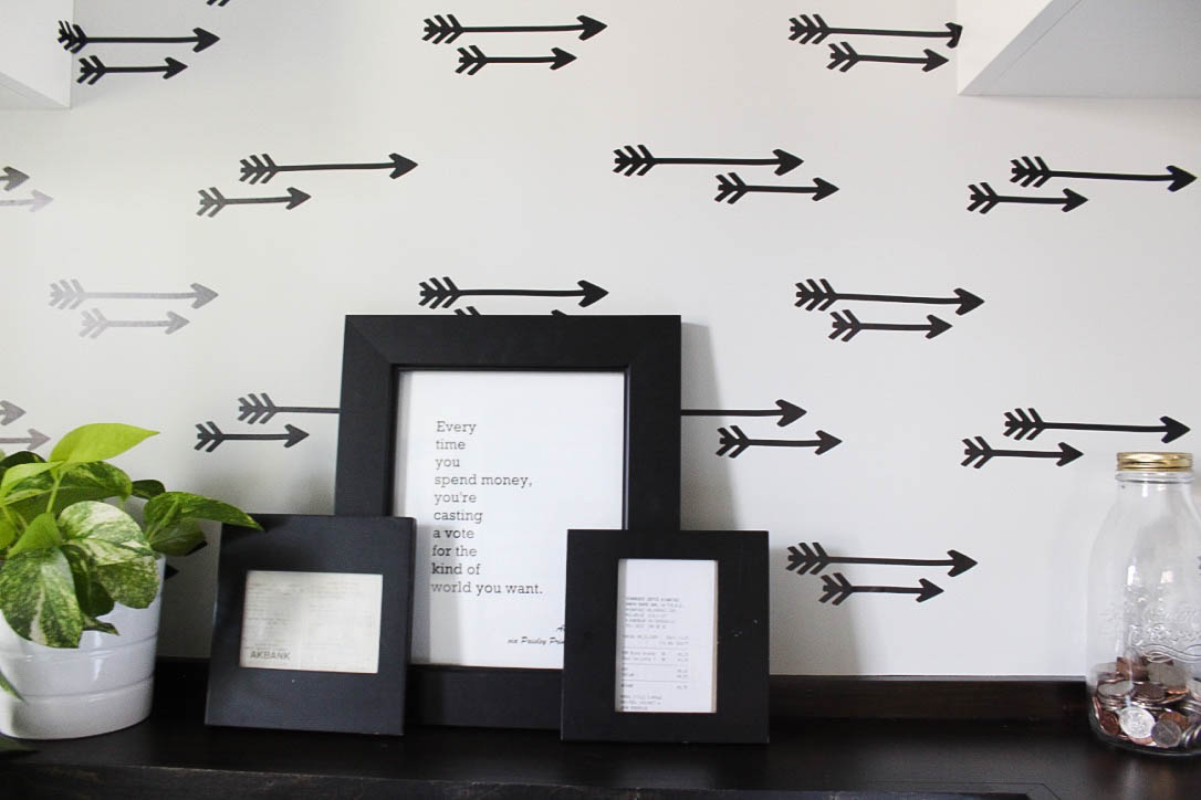 Layered frames with black arrow wallpaper