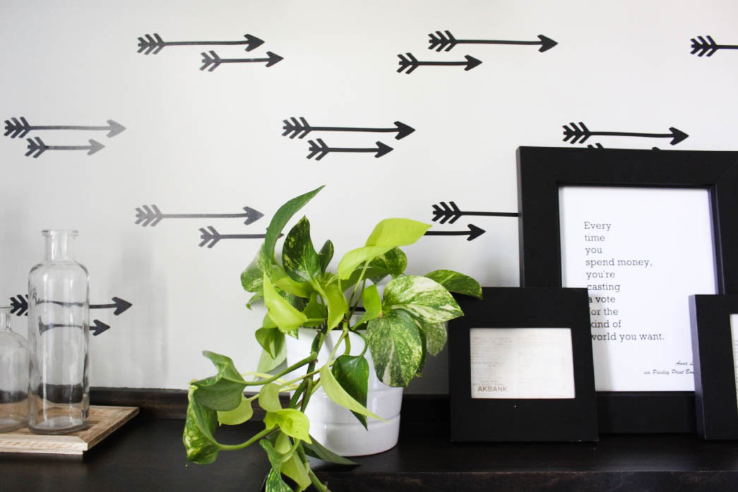 Pothos plant, layered frames and faux wallpaper using arrow decals