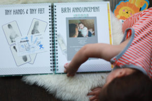 Birth announcement from a simple, cute and easy baby book - polka dot print shop