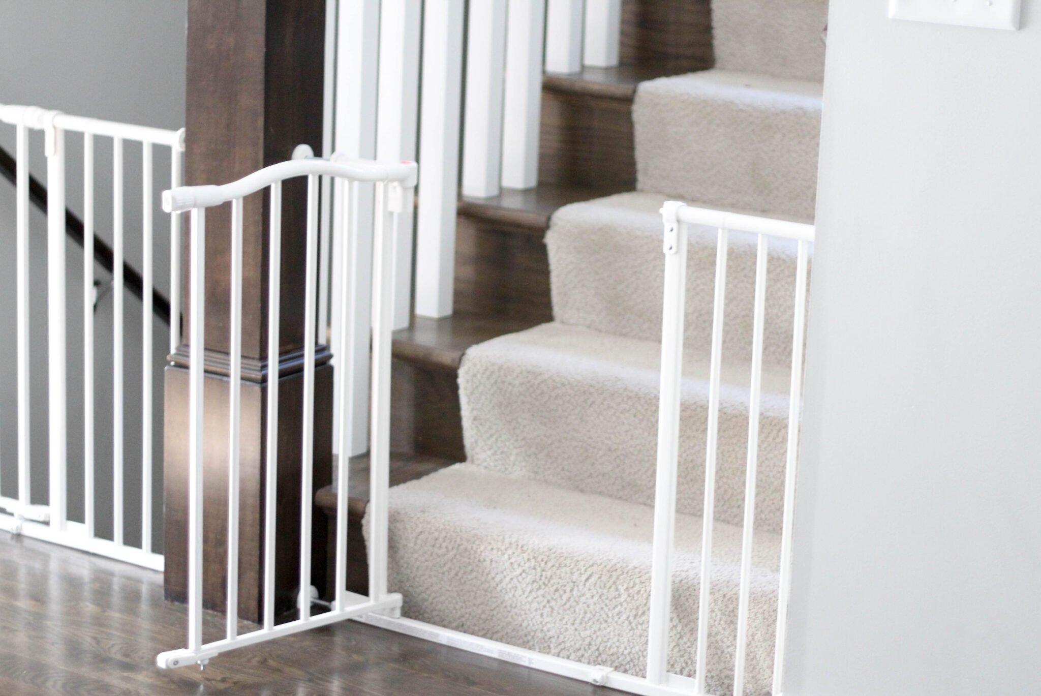 North States Auto-Close Baby Gate Review - White arched north states baby gate