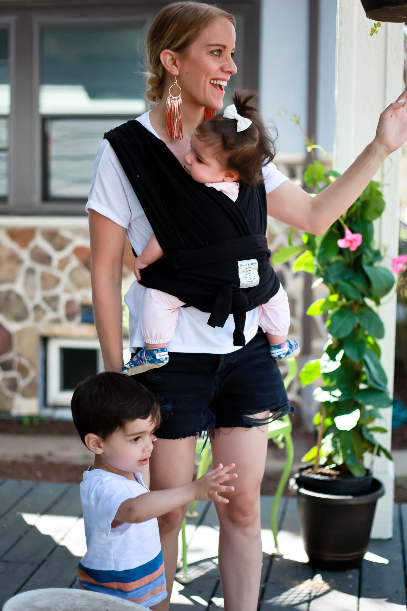 Baby K'tan Reviews using this baby carrier with 2 kids under 2