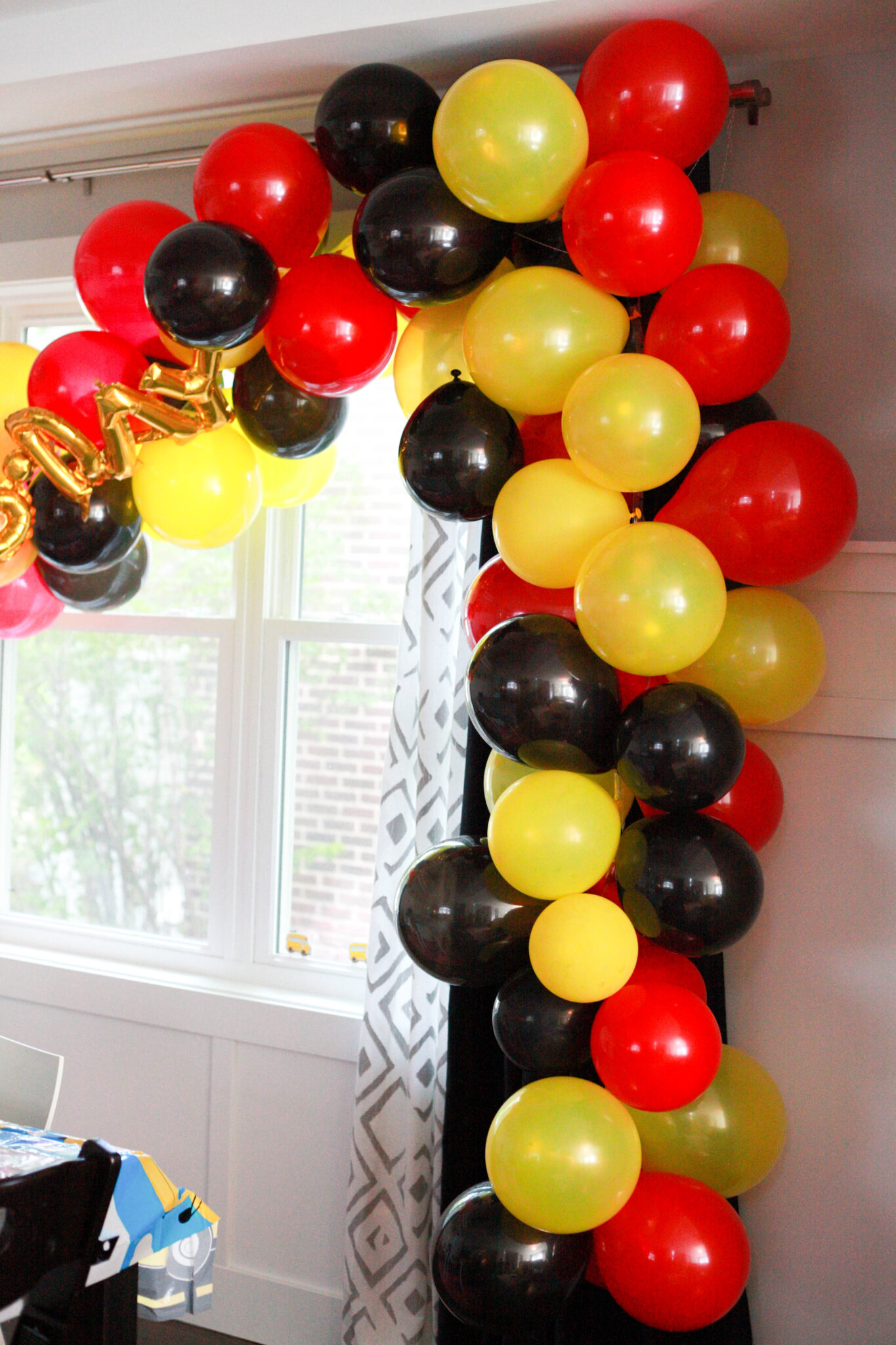 diy red black and yellow balloon arch for mickey mouse birthday