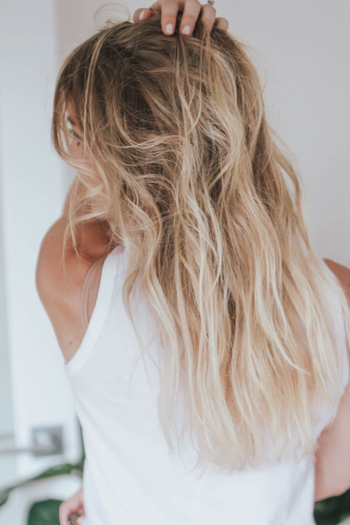 How to Use Dry Shampoo – 6 Easy Tips!