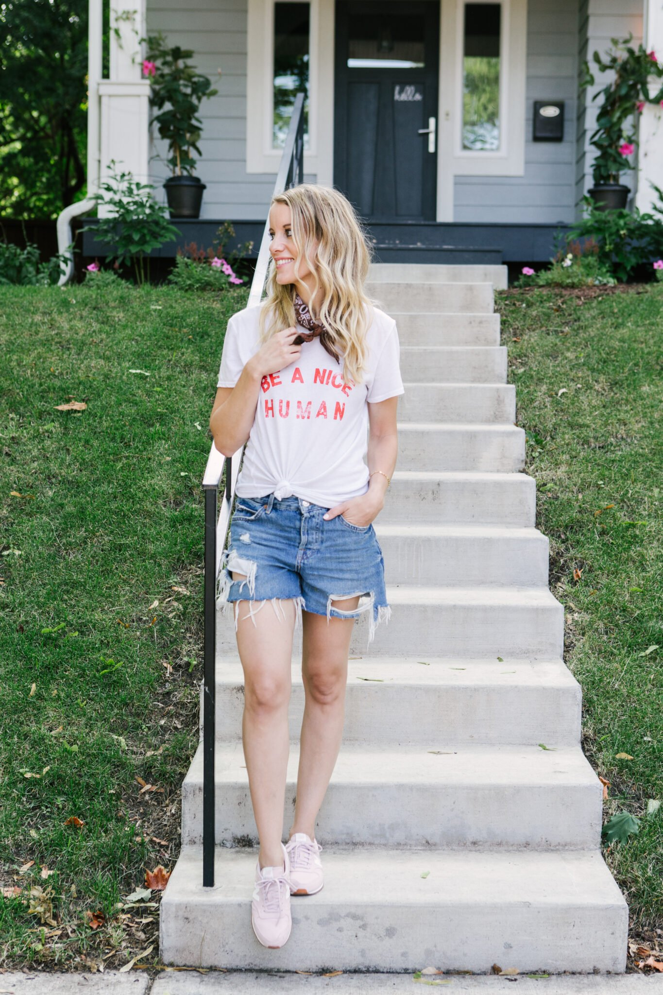 tie a bandana around your neck | casual summer outfit