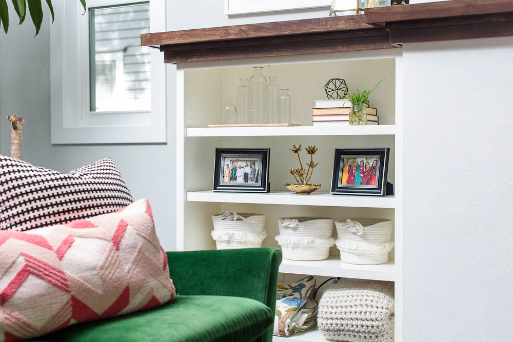5 Tips to Decorate Your Living Room | Include plants and things with texture!