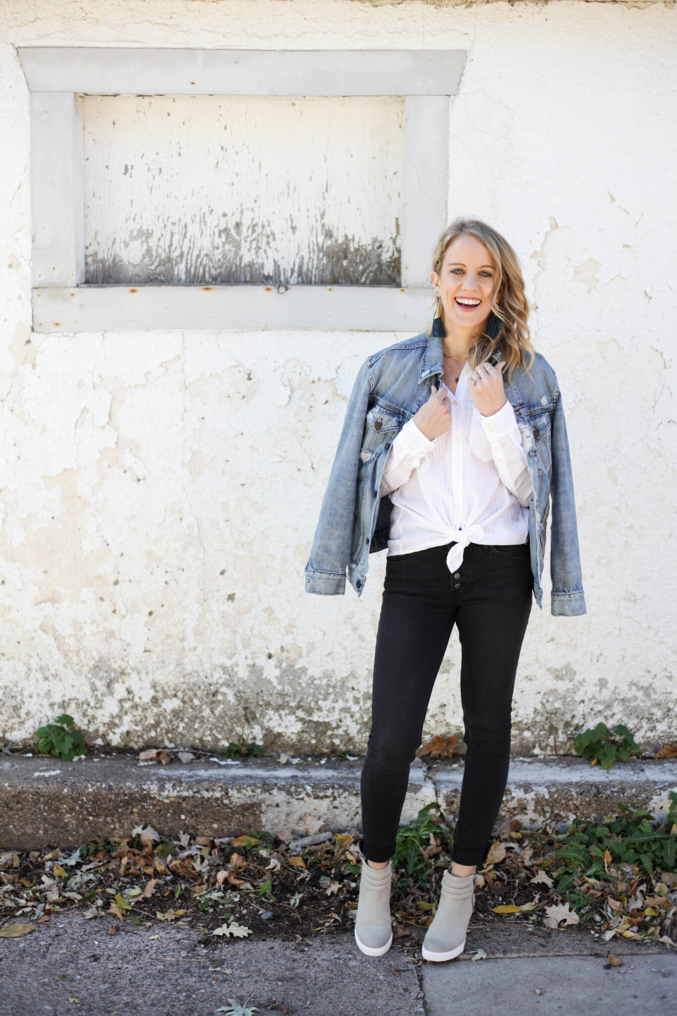 Style your white button down 3 different ways! Shown here in a classic way with black, white and denim. #whitebuttondown #styleinspiration #fallstyle