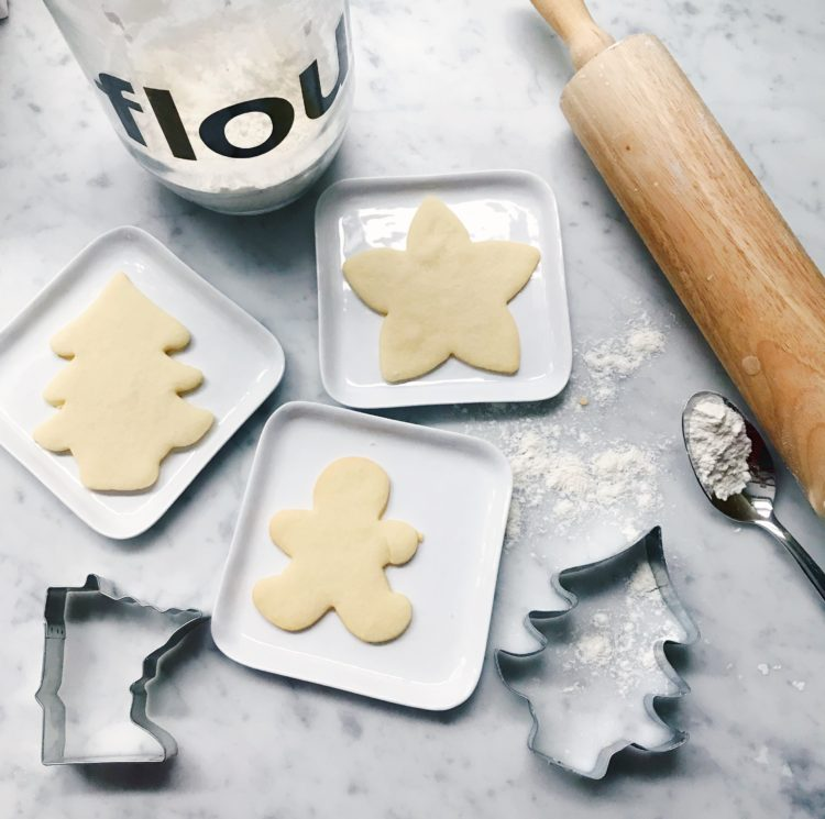 13 Simple Pleasures - Baking cookies! #simplepleasures #sugarcookie #winteractivity