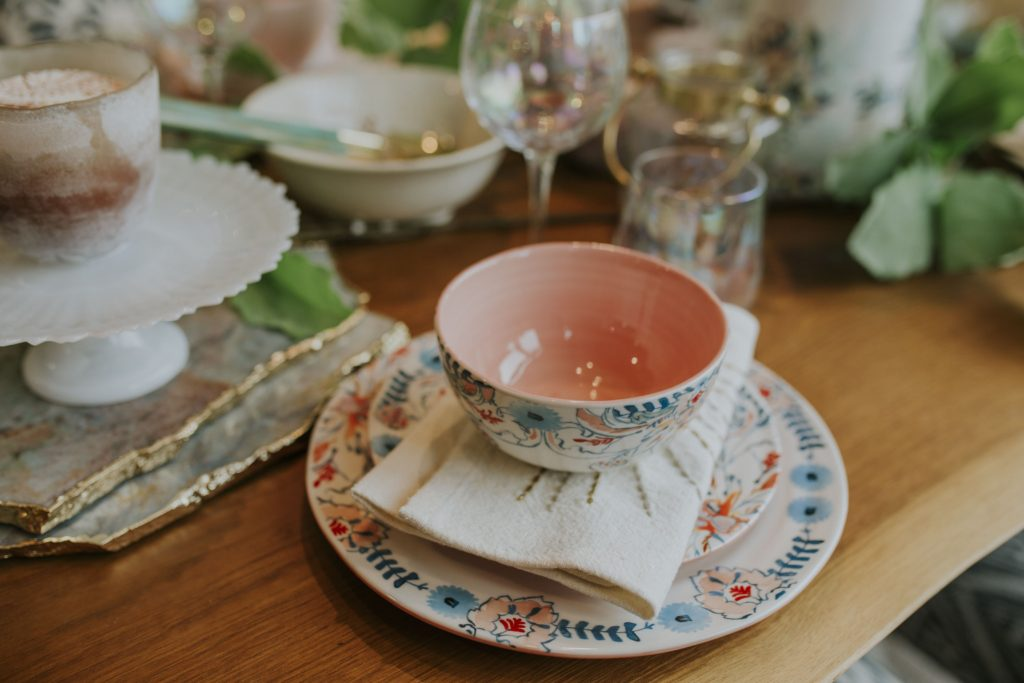 Beautiful summer tablescape at anthropologie