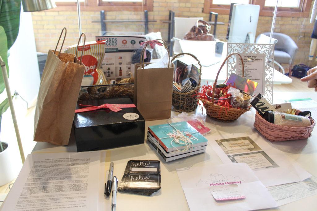 Giveaway sponsors at Minne Mama Meetup