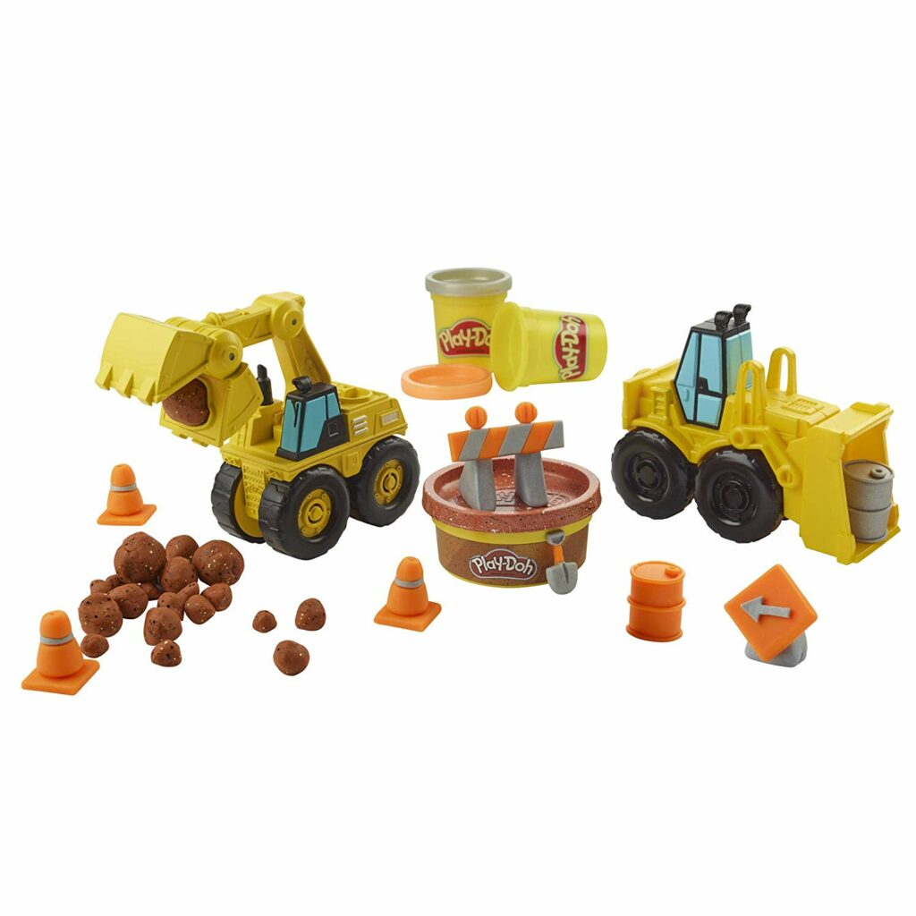 A fun construction site Playdoh perfect for the truck loving kid in your life! Click through for 14 more ideas for 3 year old boy gifts!