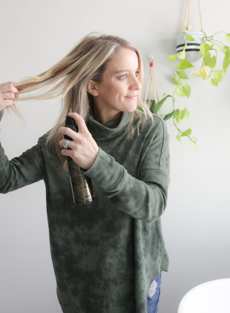 How to use dry shampoo for texture