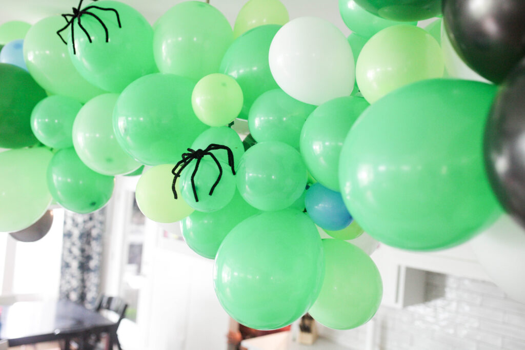 balloon garland with spiders